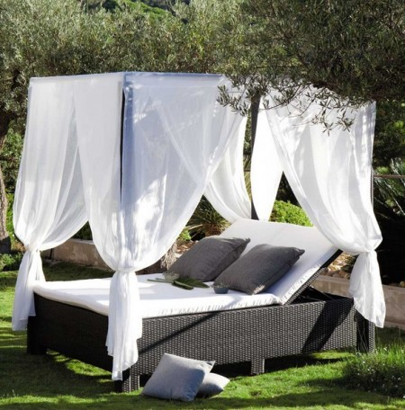 Outdoor Dog Bed With Shade